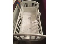 Immaculate brand new Sophie o baby swinging crib.
