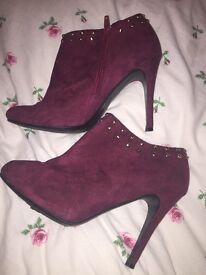 Heeled maroon ankle boots with gold studs - Size 6
