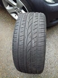 255 40 18 tyre in very good condition 7 mm tread