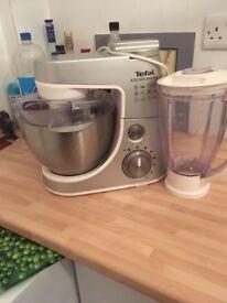 Freestanding mixer and liquidiser