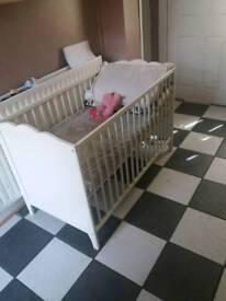 Baby cot bed