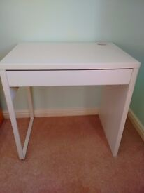Ikea white desk in good condition