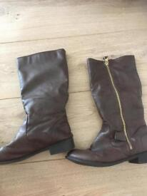 Primark kids boots size 2 or 3