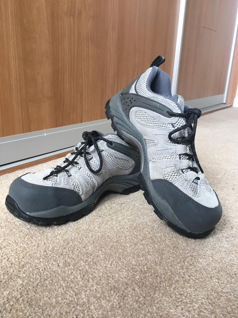 Women's steel toe cap boots - size 6