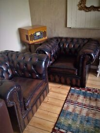A LOVELY PAIR OF ANTIQUE BROWN CHESTERFIELD CLUB CHAIRS, UNUSED.