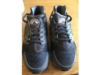 Girls/ladies Nike Huarache size 5