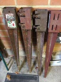 4 Met post metal wedge grip support spikes