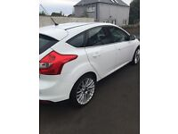 Ford Focus Zetec 1.6 petrol (immaculate)