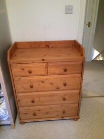 Chest of drawers/baby changing dresser