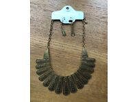 Costume jewellery necklace with matching earrings