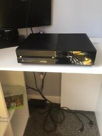 £135XBOX 1 , comes with controla and connections 07702162777