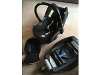 Maxi Cosi Cabriofix car seat with Easyfix isofix base