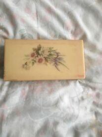 Jeweley / trinket box