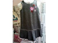 John Lewis girl dress with details flowers. Size 7/8 years old
