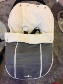 Wallaboo car seat cosy toes