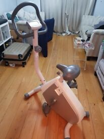 Sport bicycle, measures cycle speed and heart rate. In very good collection and must collect please