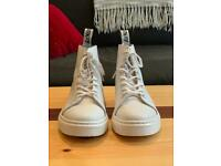 a342505b193 DR MARTENS TALIB BOOT IN WHITE    UK SIZE 3