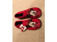 Girls Minnie Mouse slippers size 12/13 bnwt