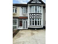 Fantastic 3 bedrooms house to rent 2 Reception ,Private driveway ,Clayhall, Redbridge