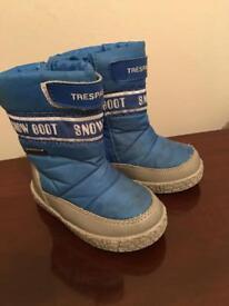 Trespass kids snow boots