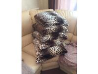 Leopard fluffy cushions x5