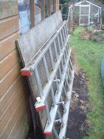 Aluminium triple extension ladder in good condition