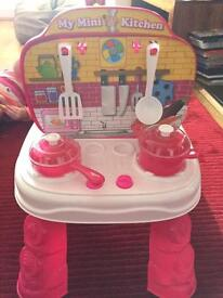 Kids mini kitchen - gone pending collection