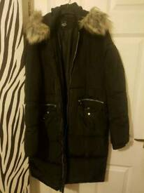 Black hooded winter coat 915 age 14-15 or adult 8-10