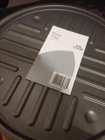 Pizza trays x2