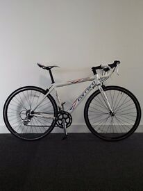 Carrera road bike + 2 extra tyes - excellent condition