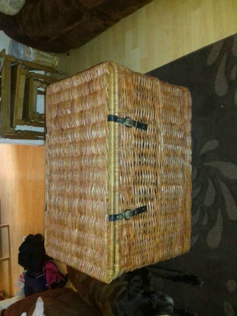 Wicker storage chest with leather straps