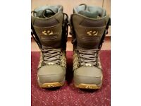 Snowboarding boots Size 4
