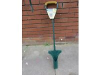 BULB PLANTER. YEOMAN NEW. LONG HANDLE.(reduced price) never used