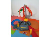 Hot wheels spin storm Track and 5 cars