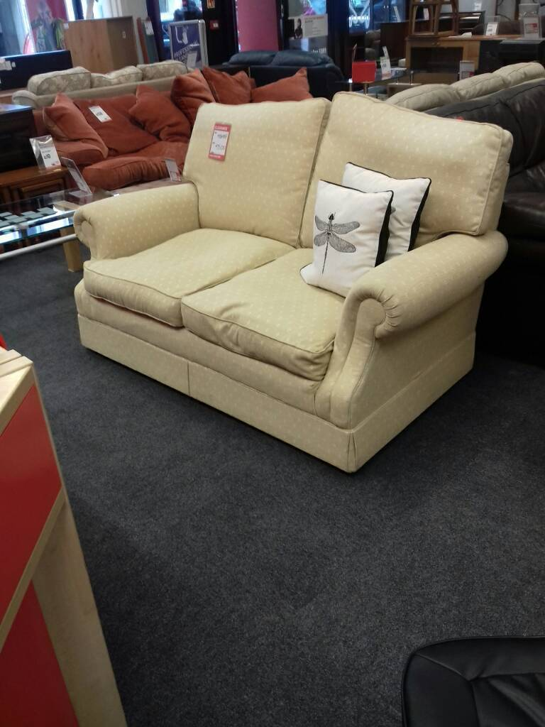 Lovely cream sofa in great condition.