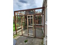 Catio/Avery/Wood/Wire mesh