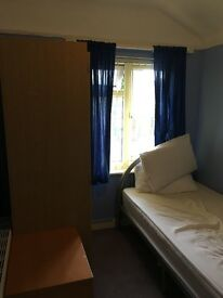 Single room, £300 inclusive, clean and quiet, next to Templar Square