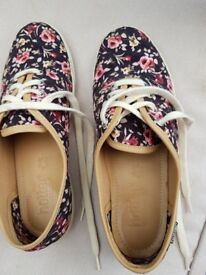 Hotter canvas shoes size 4 1/2
