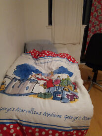 Single bed base free to uplift
