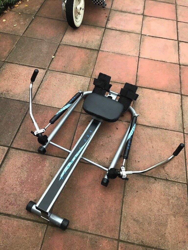 Rowing machine with scullen action