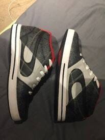 Duff HiTop Trainers Size 9