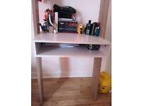 Wall leaning desk