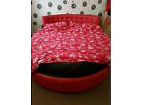 King size round bed