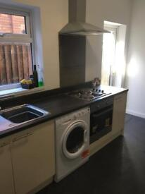 **Double room available in shared property with ensuite and kitchenette**