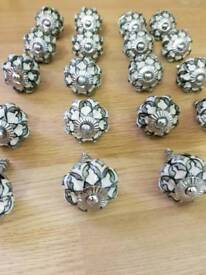 19 x porcelain kitchen knobs