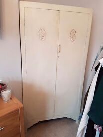 Lovely antique wardrobe 2 DAY SALE ONLY HAS TO BE GONE BY TUESDAY NO OFFERS £20