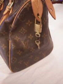 80s Authentic Vintage Louis Vuitton Monogram Speedy 30 Satchel Bag Made in France with Lock and Keys