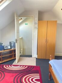 Double room to rent in E12