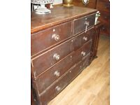 ANTIQUE 19TH CENTURY LARGE CHEST OF DRAWERS.