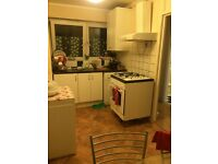 Available now, nice and clean big double room to share only £300 per month